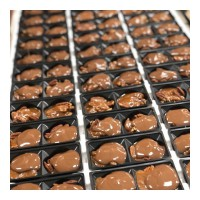 Ooey, gooey, chewy goodness! Here's a peek into our Factory Kitchen today: some Sweet Georgia Browns have just received a fresh dollop of milk chocolate. Comment '🍫' if you want a bite 😉